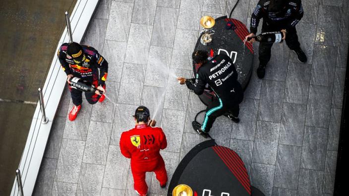Wolff: 'Spectaculaire inhaalrace Verstappen niet goed voor ons kampioenschap'