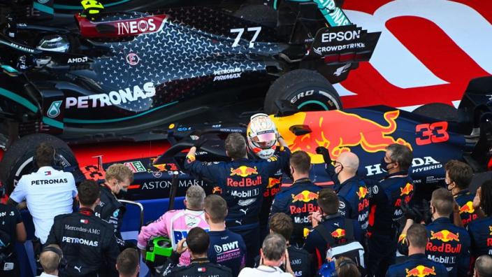 Mercedes gooit deur in het slot voor Red Bull, Renault zet hem op een kier