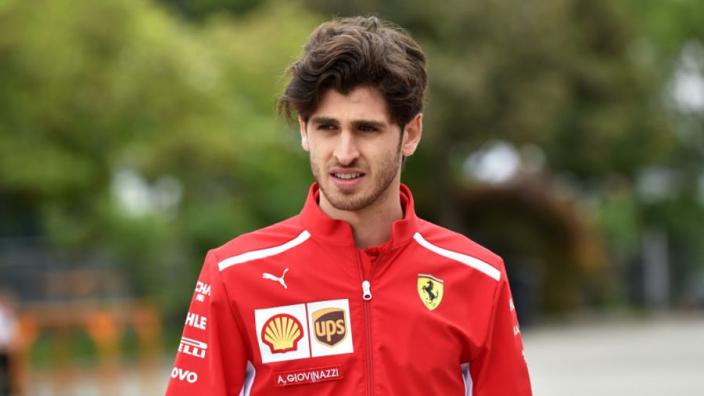 Antonio Giovinazzi legt meer dan honderd ronden af in Pirelli-test