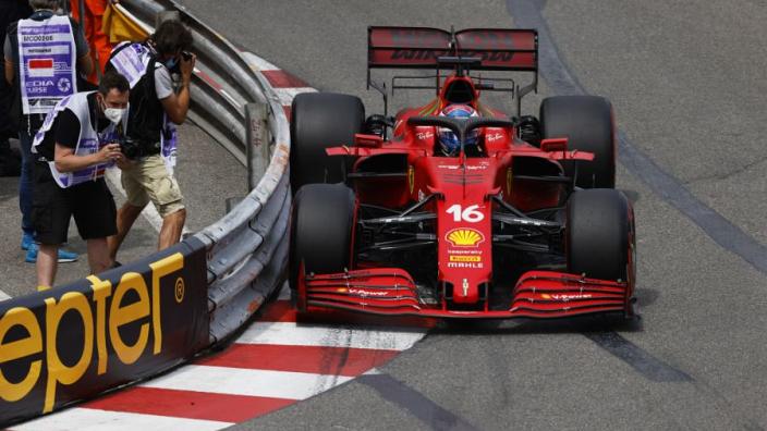 Leclerc meldt problemen aan versnellingsbak tijdens opwarmronde