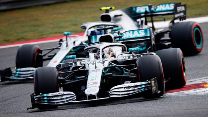 Wolff legt reden achter dubbele pitstop Mercedes uit
