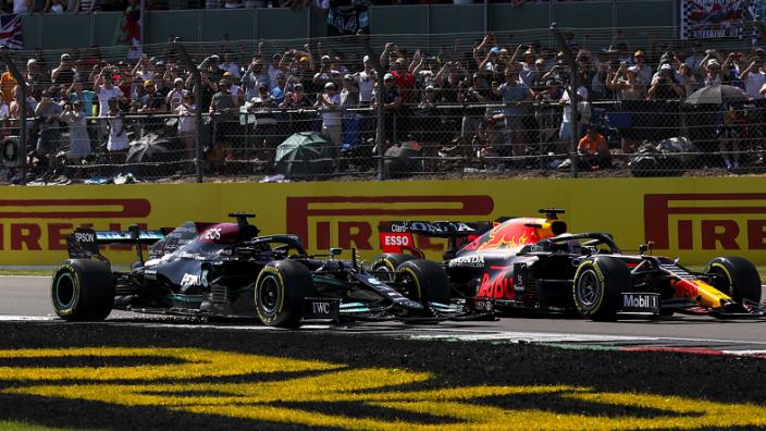 """Hamilton zou inhaalactie op Verstappen volgende keer """"precies hetzelfde inzetten"""""""