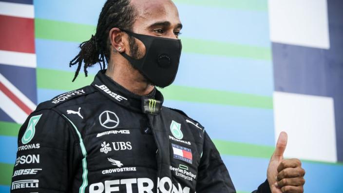 """Hamilton werd nerveus: """"Moest ineens denken aan Silverstone"""""""