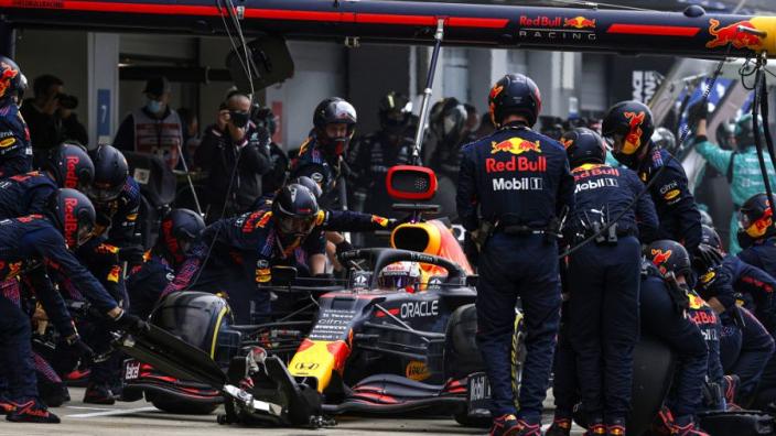 Waarom de pitstops in de Formule 1 de laatste tijd zo vaak fout gaan