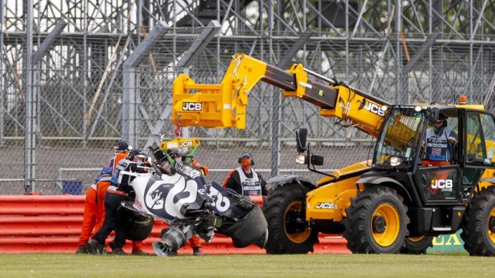 Silverstone neemt maatregelen: extra bandenstapel neergelegd bij bocht 11