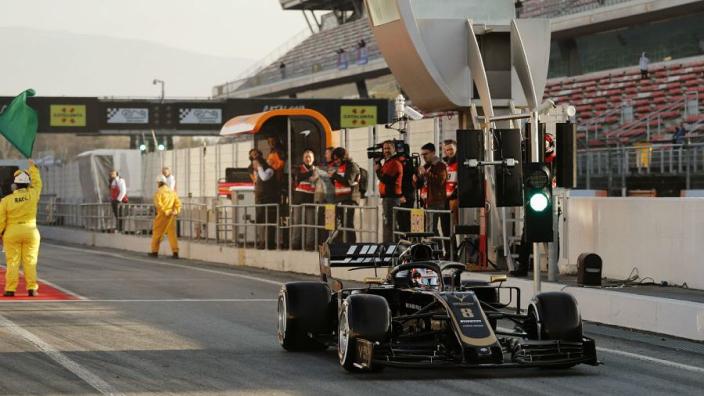 Haas plaatst eerbetoon aan Charlie Whiting op auto's