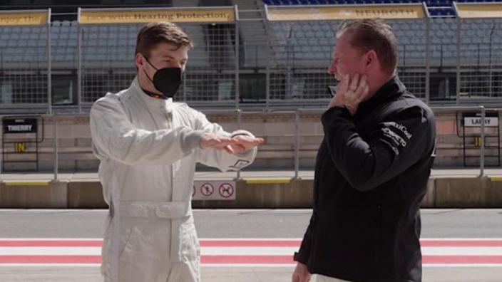 Bijzondere onthulling van ex-teamgenoot Jos Verstappen: 'Max zat vast in de wc'