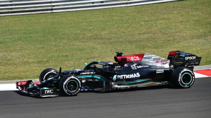 "Hamilton reveals three kilo weight loss in ""roasting"" Hungarian practice"