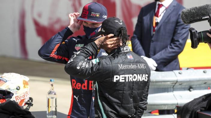 """Hamilton schrok van Verstappen: """"Bono vertelde dat gat steeds kleiner werd"""""""
