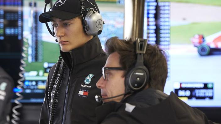 """Wolff niet blij met inhaalactie Russell: """"Het zat meer in de buurt van de Renault Clio Cup"""""""