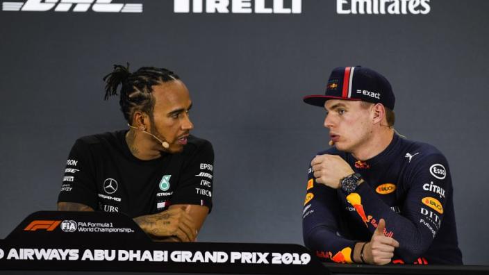 """Hamilton deelt sneer uit aan Verstappen: """"Een teken van zwakte"""""""