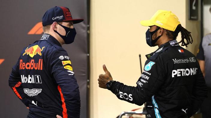 """De Vries heeft goede hoop voor Verstappen: """"Alles wat Hamilton kan, kan Max ook"""""""