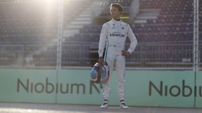 """Teambaas lovend over De Vries: """"Typerend voor de echte racer die hij werkelijk is"""""""