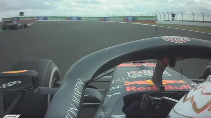 """Verstappen over boordradio: """"Wie is langzaam? Hamilton? Kunnen we winnen?"""""""