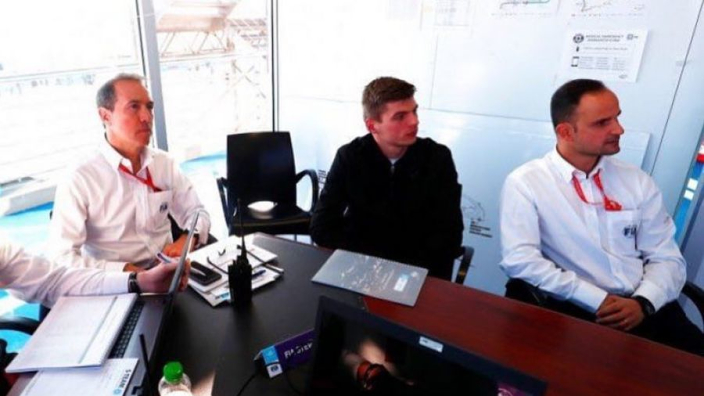 IN BEELD: De taakstraf van Max Verstappen bij de FIA
