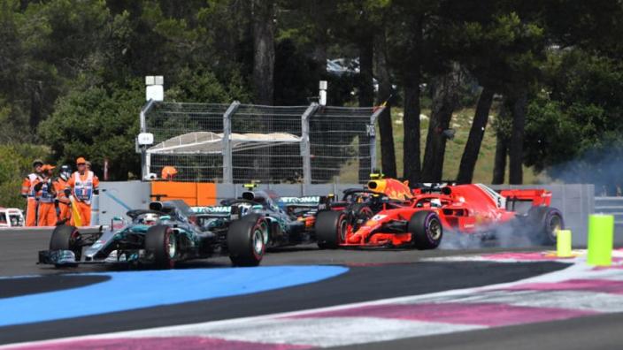 Lewis Hamilton over botsing Vettel: 'Wij zijn ook maar mensen'