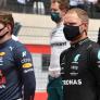 """Bottas moppert over strategie Mercedes: """"Red Bull beetje slimmer dan wij"""""""
