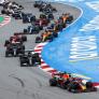 """Hamilton liet ruimte voor Verstappen in bocht 1: """"Geen sprint, maar een marathon"""""""