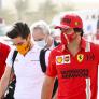 Sainz laat zijn nieuwe Ferrari grommen, Hamilton speelt op Bowie-gitaar | Social Wall