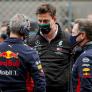 """Wolff ontkent coureurswissel bij Mercedes: """"Stoelendans zoals Red Bull doen wij niet"""""""